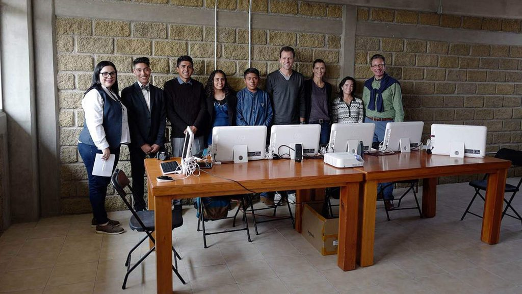 Bierhoff besucht Schulprojekt in Mexiko